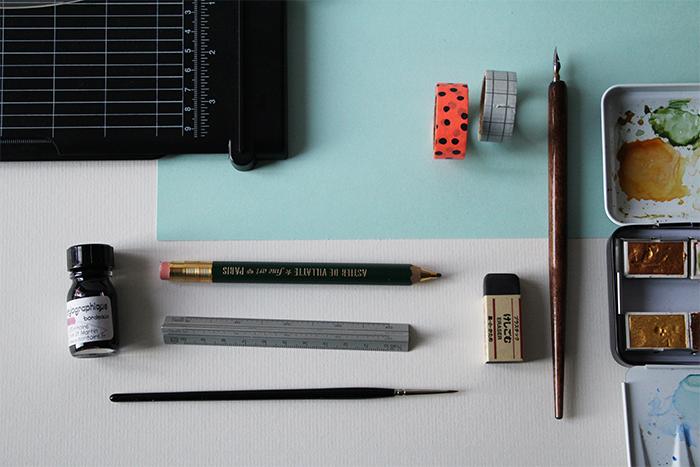 Calligraphique - Carte pliée fleurie - matériel
