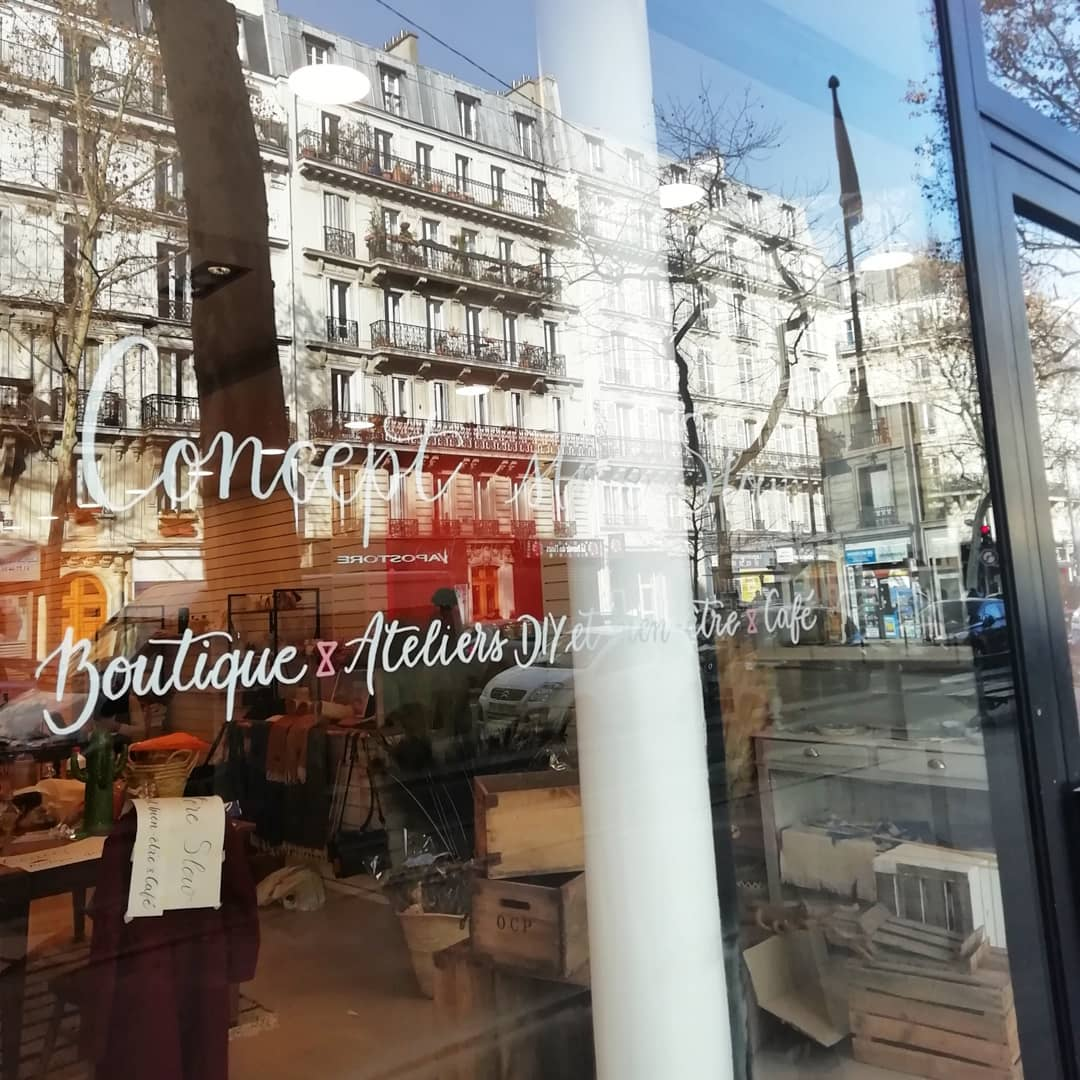 vitrine calligraphie happy folk