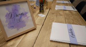 Apprendre la calligraphie et le brush lettering ateliers collectifs