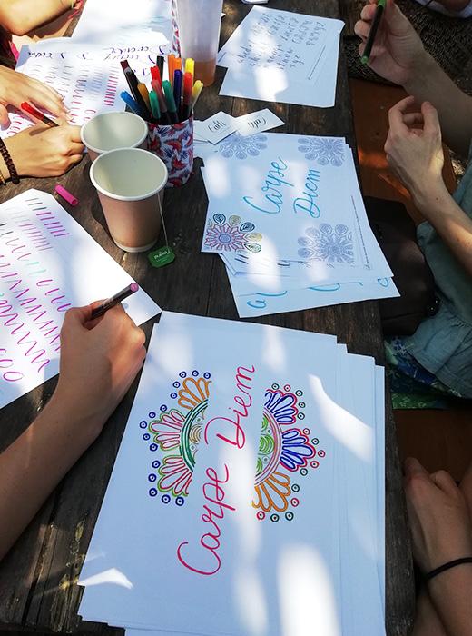 Atelier happy folk Pukka Herbs – Calligraphique