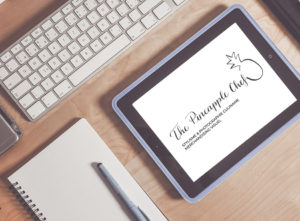 Logo Pineapple chef calligraphique