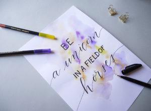 fond tâche aquarelle brush lettering - calligraphique
