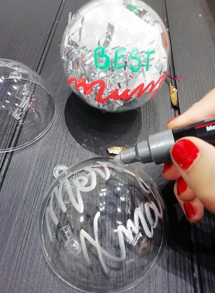 Atelier boules de Noel Les Printemps Calligraphique