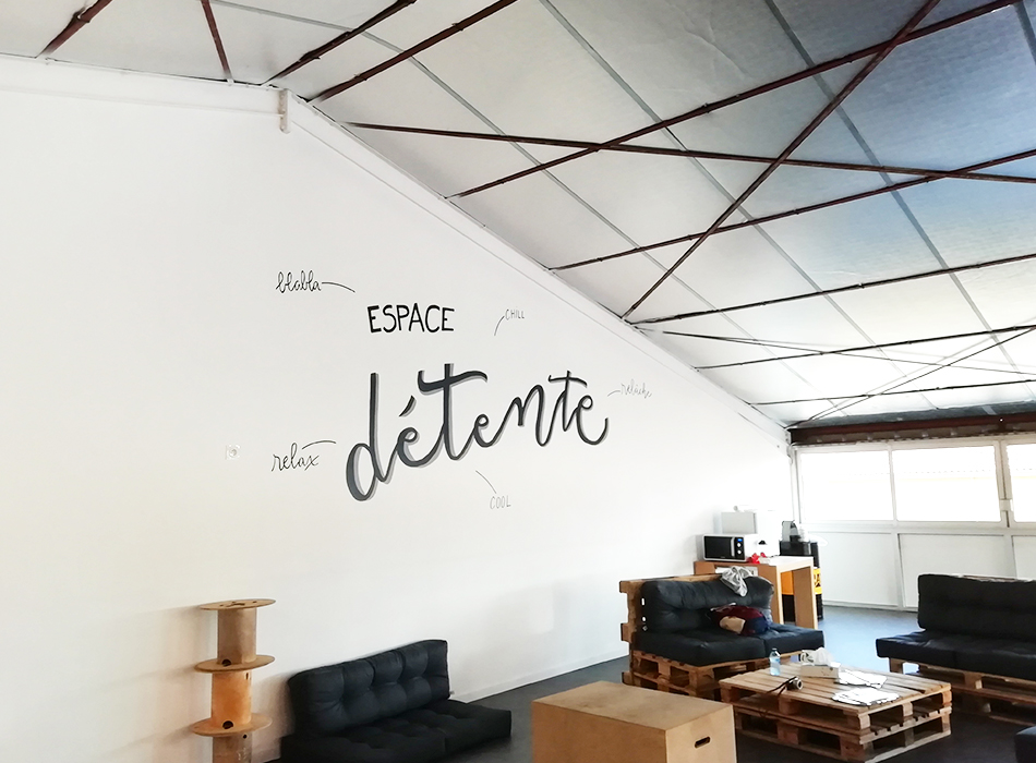 fresque wall painting lettering cross fit