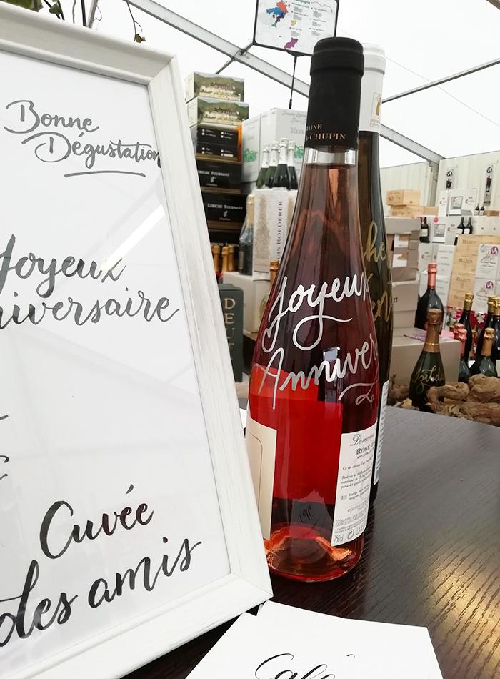 calligraphie sur bouteille de vin – calligraphique