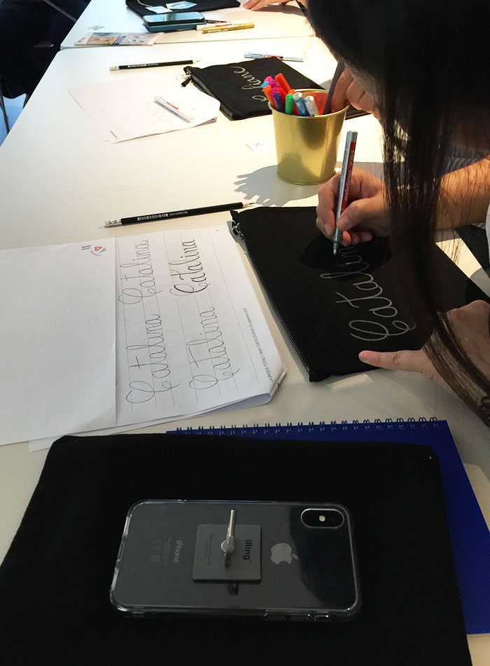 atelier initiation brush lettering Banque Postale Calligraphique