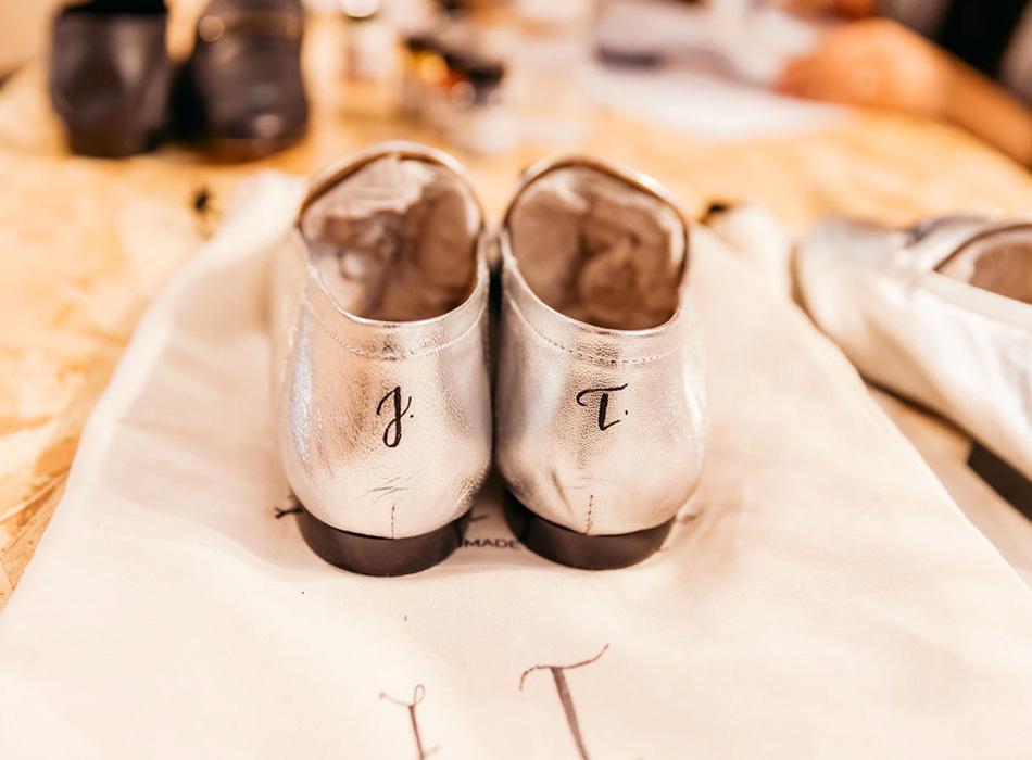 calligraphie sur cuir chaussure – calligraphique